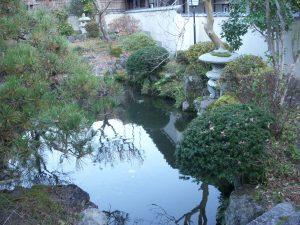 難波邸の庭園