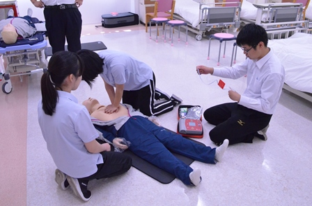 AED(自動体外式除細動器)も体験