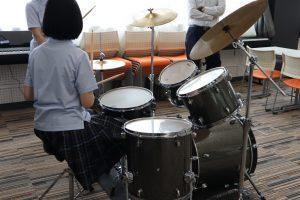 ドラムに挑戦