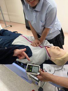 心臓マッサージの実習