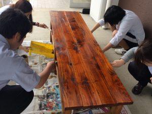 兵庫県立山崎高等学校より寄贈された木製ベンチ