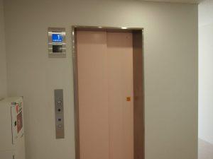 学生マンション内部(エレベーター)