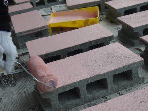 ブロックのペンキ塗り班