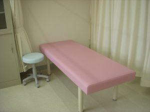 保健室の治療台